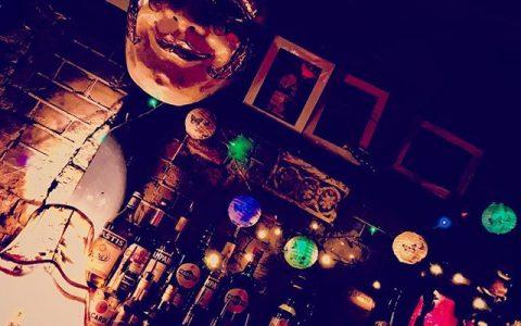 #brownderby #pub #oval #london #bar #burlesque #mask #llondon #londonstyle #interiordesign #decor #nightlife #fairylights #lanterns #dark #nightout #atmosphere #locationhunting #womeninfilm